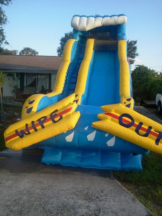 22 Ft Wipe Out Slide